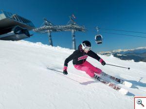 Skifahrerin-bei-der-Abfahrt Fotograf-Stefan-Eisend