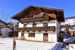 Haus Schneerose im Winter